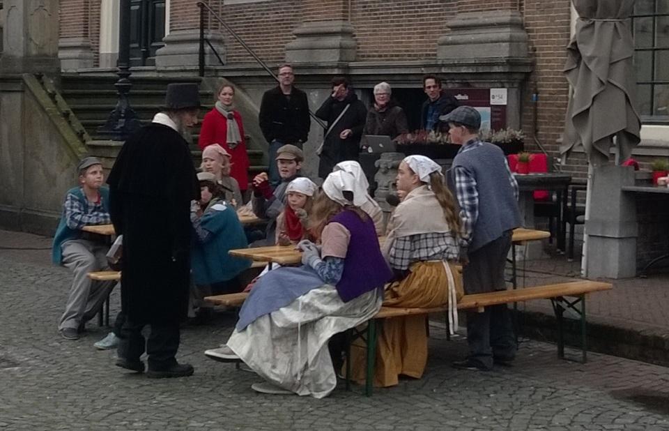 2015 Tijdens SP Bommelerwaard in gesprek, Oliver Twist - pikken wat je pakken kan, 12 december